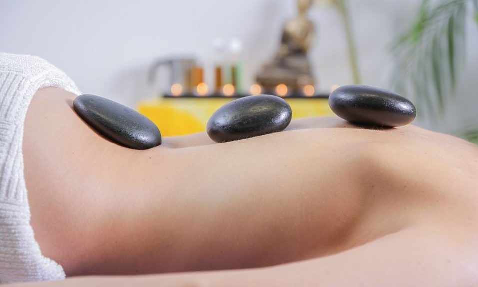 massage image relaxing stones